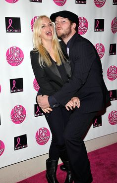 Anna Faris and Chris Pratt are anything but boring on the red carpet.