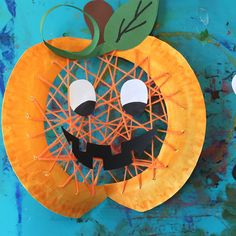 Froilein Kunterbunt Here is another window picture. - Fall Crafts For Kids Cheap Fall Crafts For Kids, Halloween Crafts For Kids To Make, Easy Fall Crafts, Halloween Art, Happy Halloween, Art For Kids, Fall Paper Crafts, Manualidades Halloween, Pumpkin Crafts