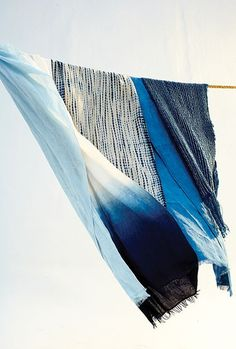 Indigo dyed cloths by master dyer from Mali Aboubakar Fofana. [Photo: Gentl + Hyers] (via thegiftsoflife) Azul Indigo, Bleu Indigo, Mood Indigo, Indigo Dye, Shibori, Azul Tie Dye, Textiles, Fabric Photography, Design Textile