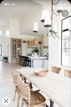 Home Design Decor, Küchen Design, Home Interior Design, House Design, Bright Homes, Dining Room Inspiration, Home Decor Pictures, Dining Room Design, Cheap Home Decor