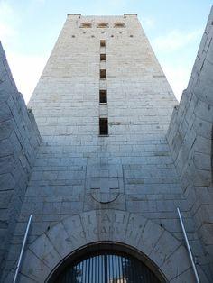 Iglesia de San Antonio de Padua, mausoleo militar Italiano, los militares Italianos muertos en la Guerra Civil Española. Zaragoza España.