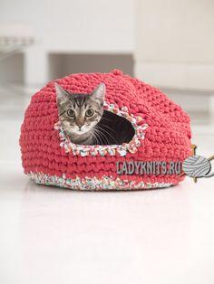 вязаный крючком домик для кошки. Описание доступно по ссылке Crochet house for your cat. Knitting and crochet.