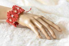 Micro macrame bracelet with beads