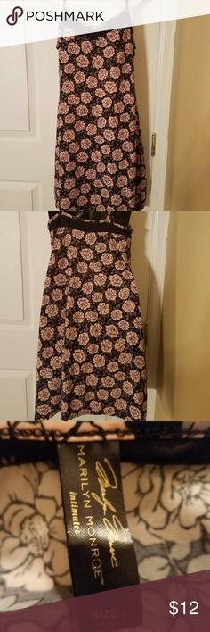 Marilyn Monroe Intimates Size L Teddy Nightgown In gently used condition. Very pretty. No noticeable flaws. Please ask questions prior to bidding Marilyn Monroe Intimates Intimates & Sleepwear Pajamas