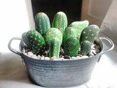 bemalte kieselsteine DIY Painting Cactus Rock Art Ideas - Unique Balcony & Garden Decoration and Easy DIY Ideas Cactus Rock, Stone Cactus, Painted Rock Cactus, Painted Rocks, Cactus Painting, Diy Painting, Cactus Craft, Cactus Decor, Cactus Plants