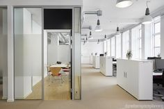 Meeting room / Open plan workstations - AON's office interior design in Copenhagen - by Danielsen Spaceplanning