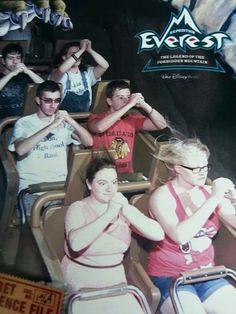 Das wird in Disneyland passieren ! : D Band Geek Ride Picture ! That will happen in Disneyland ! Band Nerd, Band Mom, Love Band, Marching Band Problems, Marching Band Memes, Flute Problems, Funny Band Memes, Band Jokes, Music Jokes