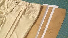 Falten im Vorderteil herauskneifen und kopieren - Schnittkonstruktion lernen - Makerist Kurs Trends, Khaki Pants, Pattern, Fashion, Sew Simple, Stencils, Woman Clothing, Weight Loss, Learning