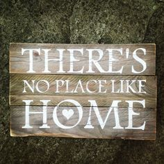 There's No Place Like Home. Wooden sign Quote 2019 There's No Place Like Home. Wooden sign Quote The post There's No Place Like Home. Wooden sign Quote 2019 appeared first on Pallet ideas. Pallet Crafts, Pallet Art, Pallet Signs, Wood Crafts, Diy Wood, Pallet Ideas, Wood Ideas, Diy Crafts, Diy Signs
