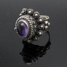Esterlina alto Cannetille veneno anillo Taxco joyas amatista R7398 de PurpleDaisyJewelry en Etsy https://www.etsy.com/es/listing/462017850/esterlina-alto-cannetille-veneno-anillo
