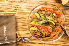 Sfoglia di verdure saltate con cipolle rosse stufate al miele e rhum