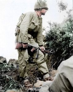 "5,731 mentions J'aime, 31 commentaires - World War 2 Photos and Facts (@the_ww2_memoirs) sur Instagram : ""An American Sergeant belonging to the 2nd Infantry Division, 9th Infantry Regiment, stands ready…"""