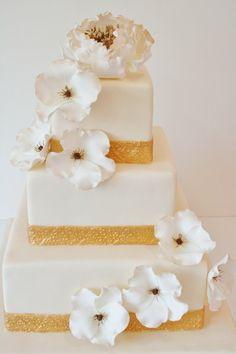 White #WeddingCake with Antiqued Sugar Flowers I Sweet Grace I http://www.weddingwire.com/biz/sweet-grace-cake-designs-new-york-haworth/portfolio/15e0ae6d820689ec.html?page=1&subtab=album&albumId=47c39d6538c94246#vendor-storefront-content
