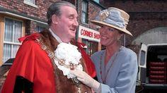 Alf and Audrey - Coronation Street - ITV British Drama Series, Coronation Street, Soaps, Icons, Actresses, Running, Tv, Random, Classic