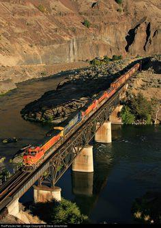 RailPictures.Net Photo: BNSF 4147 BNSF Railway GE C44-9W (Dash 9-44CW) at Twin Bridges, Oregon by Steve Glischinski