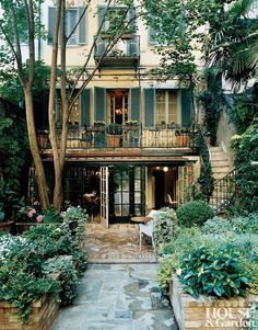 My dream home! Milanese home of Claudio and Maria Luti, restored with help from Roberto Peregalli and Laura Rimini Style At Home, Architectural Digest, Exterior Design, Interior And Exterior, Outdoor Spaces, Outdoor Living, Outdoor Cafe, Beautiful Homes, Beautiful Places