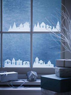 Decorazioni di Natale con gli stencil - Finestre decorate con stencil