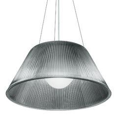 Romeo Moon est une belle suspension dessinée par Philippe Starck. Lignes pures, lumière diffuse, cette suspension offre une ambiance douce et chaleureuse. Retrouvez ce produit sur Voltex.fr.
