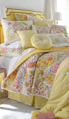 One of the main bedding I want for lea since her room won't be painted yellow anymore...maybe :)