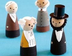 Mini President Figurines Celebrate Presidents Day by making mini figurines of great leaders from history. Its a wonderful way to tie art into social studies. The post Mini President Figurines was featured on Fun Family Crafts. Family Crafts, Crafts For Kids, Wooden Pegs, Wooden Dolls, Wooden Crafts, Clothespin Dolls, Arte Popular, Presidents Day, American Presidents