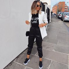 Amazing Casual Denim Jacket For You In 2020 ~ Magazzine Fashion Blazer Outfits Casual, Cute Casual Outfits, Stylish Outfits, Fall Outfits, Black Joggers Outfit, Leather Trousers Outfit, Leather Joggers, Black Women Fashion, Look Fashion