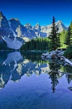 Morning at Moraine Lake Banff National Park, Canada Landscape Photos, Landscape Photography, Nature Photography, Cool Landscapes, Beautiful Landscapes, Beautiful World, Beautiful Places, Moraine Lake, Nature Scenes