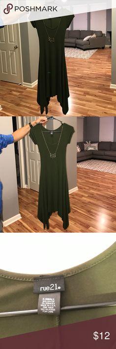 XS Never worn hunter green dress w necklace NEW W/O TAGS... Rue 21 XS hunter green dress w built in necklace NEVER WORN Rue 21 Dresses Midi