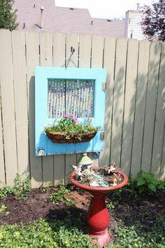 """40 nádherných záhradných dekorácií a nápadov na spôsob """"čo pivnica vydala"""" - 2. časť - sikovnik.sk Garden Crafts, Diy Garden Decor, Outdoor Landscaping, Outdoor Gardens, Outdoor Wall Art, Outdoor Decor, Outdoor Ideas, Outdoor Projects, Diy Projects"""