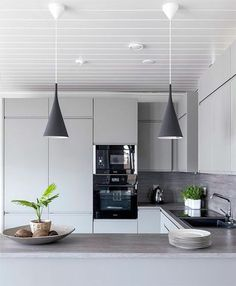 Kitchen lighting ideas over island and fixtures will add style to any home. for low ceiling diy home light decor - modern kitchen lighting Modern Kitchen Lighting, Kitchen Lighting Fixtures, Kitchen Interior, Interior Design Living Room, Kitchen Decor, Kitchen Sets, New Kitchen, Küchen Design, House Design