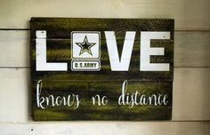 Love knows no distance. Military Home Decor, Army Decor, Military Signs, Military Party, Army Party, Deployment Party, Military Deployment, Military Mom, Army Mom