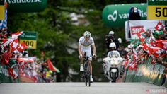 Tour de Suisse in photos - ... put some time into his breakaway companions ...