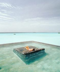 The way i would love to relax !!!