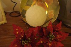 Vela em formato de bola com relevo de flores  Cor a sua escolha. R$ 19,70 - Adriana Bolzan Criações...