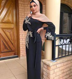 Abaya noir hijab fashion look muslima Hijab Evening Dress, Hijab Dress Party, Hijab Style Dress, Modest Fashion Hijab, Muslim Fashion, Dress Outfits, Fashion Outfits, Eid Outfits, Hijab Outfit