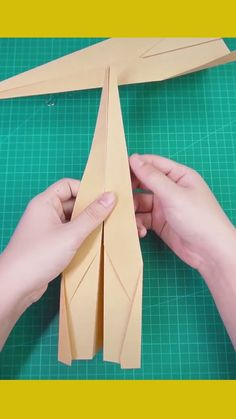 Rocket paper airplane capable of flying 1 km Paper Folding Crafts, Cool Paper Crafts, Paper Mache Crafts, Paper Crafts Origami, Make A Paper Airplane, Paper Plane, Origami Airplane, Origami Rocket, Instruções Origami