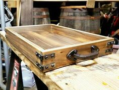 caixas de madeira 36 Easy DIY Wooden Pallet Projects Ideas Where to Find Wood For The Woodworking Crafts Reclaimed Wood Projects, Scrap Wood Projects, Reclaimed Wood Furniture, Diy Pallet Furniture, Diy Pallet Projects, Woodworking Projects Diy, Furniture Projects, Handmade Furniture, Wooden Pallets