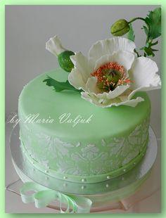 нежно зеленый торт с белым маком