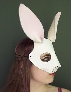 The White Rabbit mask from Alice in Wonderland, painted white with pale pink on the nose and inside the ears. Made of vegetable tanned leather. Alice Halloween, Halloween Cosplay, Halloween 2019, Leather Mask, Cool Masks, Animal Masks, Dark Beauty, Vegetable Tanned Leather, Headgear