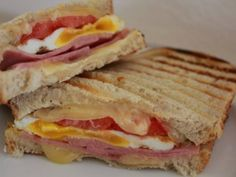 Garlic Sourdough Ham Egg and Swiss Panini Gourmet Sandwiches, Sandwiches For Lunch, Delicious Sandwiches, Wrap Sandwiches, Sandwich Jamon Y Queso, Grilled Sandwich, Baguette, Fun Cooking, Cooking Recipes