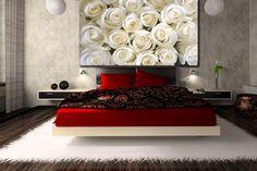 Białe róże na fototapecie zdobią ścianę w sypialni  http://ecoformat.com.pl/fototapety-z-kwiatami-roza-w-roli-glownej/