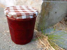 blommemarmelade med kanel Chutney, Planter Pots, Canning, Outdoor Decor, Pesto, Dessert, Recipes, Lemon, Syrup