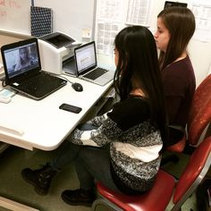 """""""Melanie & Emily of Rockets Help Desk are live right now talking with Catherine Carr from HaikuDeck! http://youtu.be/shvMn_Q7lBU"""""""
