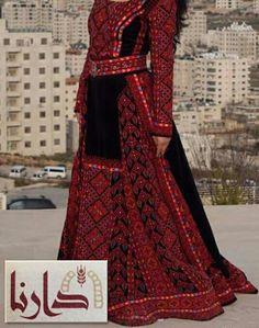 Thobe black and red Modest Fashion, Hijab Fashion, Fashion Outfits, Arabic Dress, Middle Eastern Fashion, Kaftan, Palestinian Embroidery, Afghan Dresses, Embroidery Dress