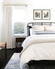 57 Simple Bedroom Design Ideas That On A Budget But Still Cozy Interior Design SimpleBedroomDesignIdeasThatOnABudgetButStillCozy Small Room Bedroom, Home Decor Bedroom, Modern Bedroom, Bedroom Ideas, Modern Bathrooms, Master Bedrooms, Bedroom Designs, Single Bedroom, Bedroom Furniture