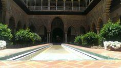 Spanischer Innenhof (Sevilla) Mansions, House Styles, Outdoor Decor, Home Decor, Sevilla, Internal Courtyard, Vacation Travel, Spanish, Photo Illustration