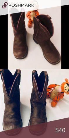 Pair of boys boots 5 Very good preowned condition d9633ad76
