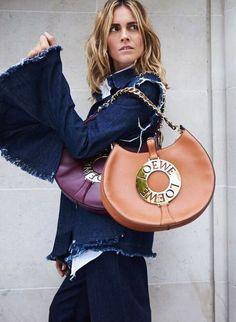 It Girl Essentials - Loewe Joyce Bag Loewe Bag, Street Style 2017, Parisian Chic, Top Designer Brands, Fashion Editor, Saddle Bags, Christian Louboutin, Luxury Fashion, Michael Kors