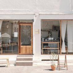 New design restaurant japan store fronts ideas Cafe Shop Design, Cafe Interior Design, Small Cafe Design, Café Restaurant, Restaurant Design, Korean Coffee Shop, Korean Cafe, Mini Cafe, Coffee Shop Aesthetic