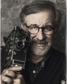 """Steven #Spielberg. Le réalisateur américain retrouve #TomHanks et s'attaque à la guerre froide avec son vingt-huitième film """"Le pont des espions"""" un thriller historique. Crédit: @sebastienmicke by parismatch_magazine"""