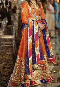 Source by outfits formal Pakistani Party Wear Dresses, Desi Wedding Dresses, Simple Pakistani Dresses, Shadi Dresses, Pakistani Wedding Outfits, Indian Gowns Dresses, Pakistani Dress Design, Fancy Dress Design, Bridal Dress Design